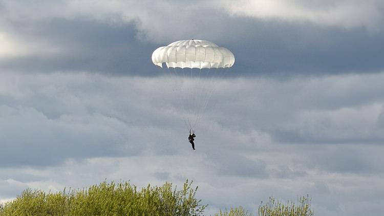 Десантный парашют Д-10